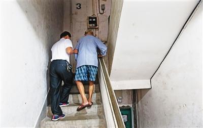 再也不用担心老人爬楼!山东将试点旧楼加装电梯