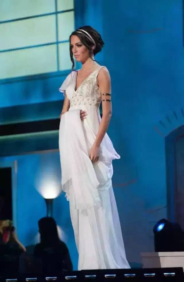 被插小姐图_环球小姐被要求穿自己国家特色的衣服!然后韩国亮了