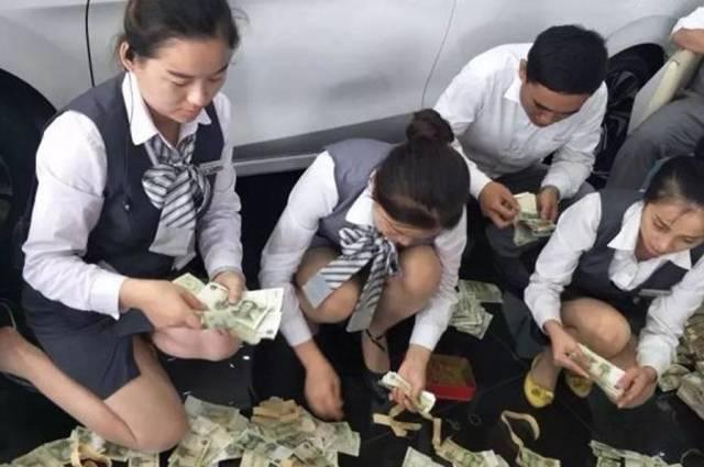 数钱数到手抽筋!滨州一女子带13万张1元纸币买车