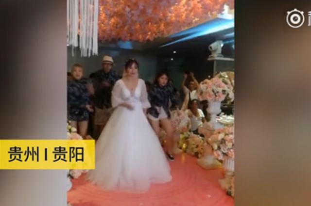 新娘婚礼上跳街舞:我的婚礼可以不豪华,但必须特别