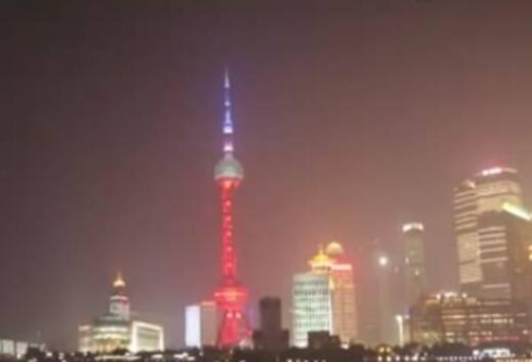 上海东方明珠亮起法兰西色,为巴黎祈福