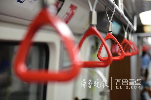 从五四广场乘车至海川路站,全程只需要大约13分钟,每站的运行时间在两分钟左右,据透露,正式载客试运行后,站与站的运行时间将更短。