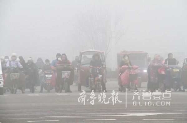 聊城气象台1月12日7时30分发布大雾橙色预警信号,目前聊城市出现能见度小于200米,局部小于50米的雾,并将持续。