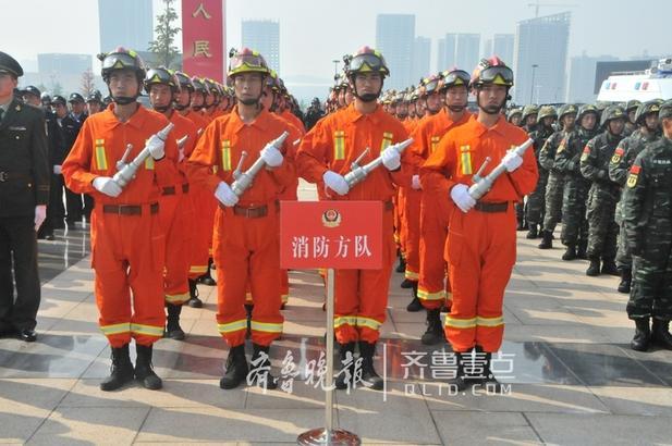 各分(市)局及市局政治部、治安、刑侦、交警、特警、武警、消防等部门共组织了760余名警力,成立了15个警力方队;