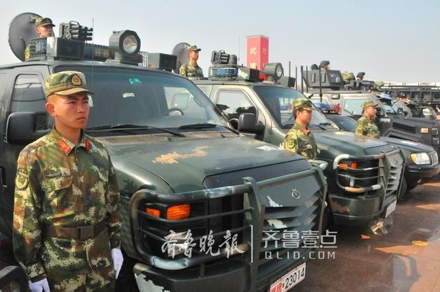 组织装甲车、消防车、运兵车、巡逻车、通信指挥车、攀登车、装备保障车、警用摩托车等51种特种车辆,组建了巡控实战、反恐突击、抢险救援三个方阵;