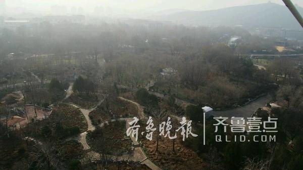 很多人没有意识到,其实当天济南依然是空气重度污染状态,AQI超过两百。