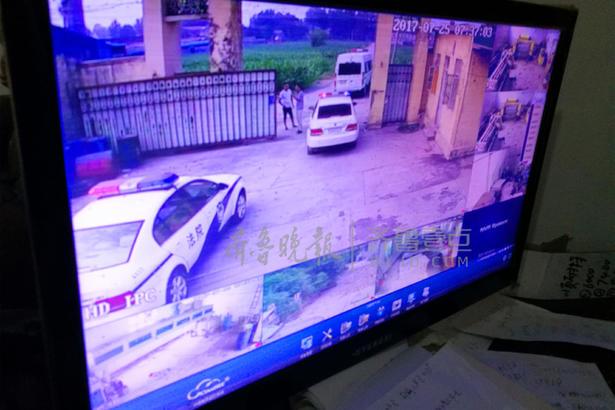 在西王庄镇某工厂内,执法车辆被监控拍下,当事人仓惶逃走。