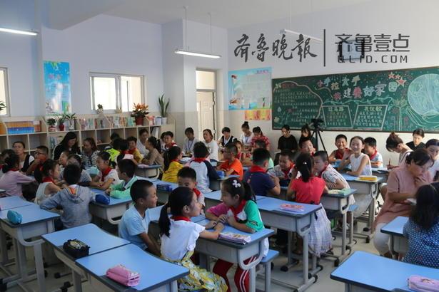 """东湖小学于9月12日开展了""""推进每月一事""""主题班会示范课,此次班会的主题是""""校园生活中的规则""""。"""