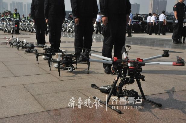 展示了无人机、武器警械、安检排爆、消防救援等警用装备4大类36件。 齐鲁晚报·齐鲁壹点记者 秦政 见习记者 杨蕾 摄