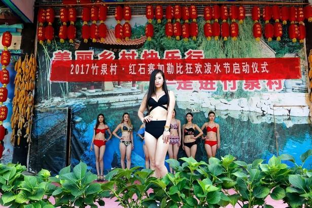 海盗+美女!沂南竹泉村开启泼水狂欢模式