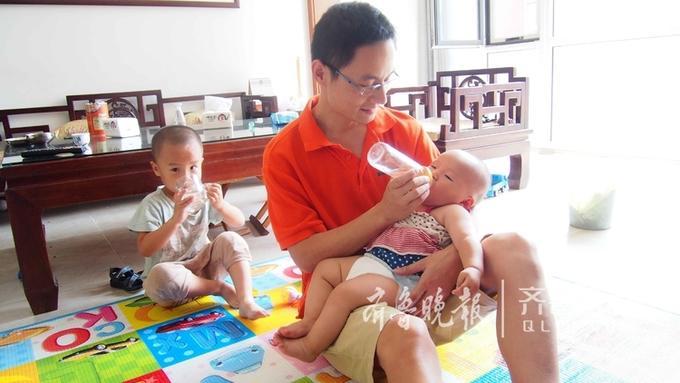潘士宝曾是设计师,如今有了俩宝,老大四岁, 老二十个月。