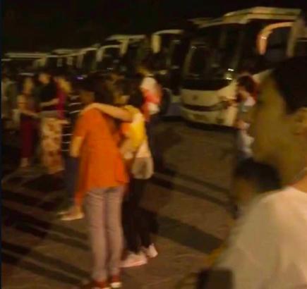 九寨沟假日酒店群众紧急撤离。 (第一财经日报) 编辑:吹吹